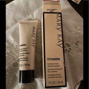 Mary Kay Luminous-wear liquid foundation beige 4